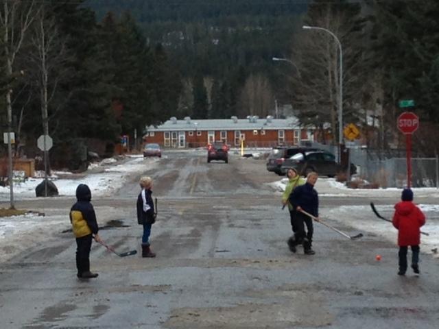 street-hockey-cold-canada